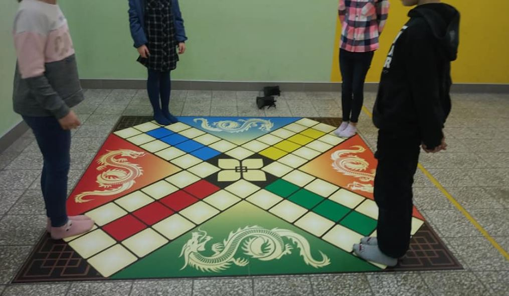 gra podłogowa chińczyk