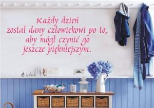 naklejka na ścianę z napisem różowym