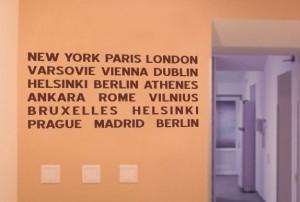 naklejka na ścianę nazwy miast