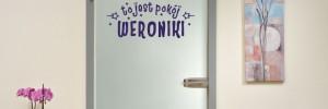 naklejka z imieniem na drzwi