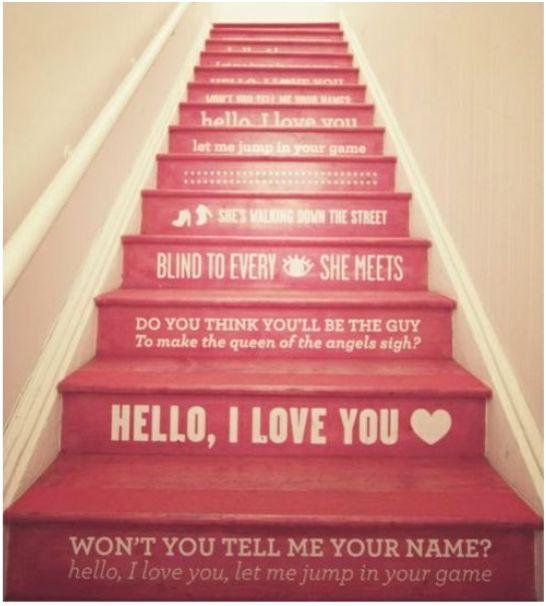 napis na schodach